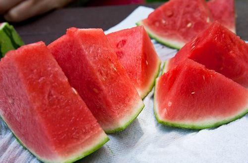 夏天爱吃西瓜怎样吃才健康